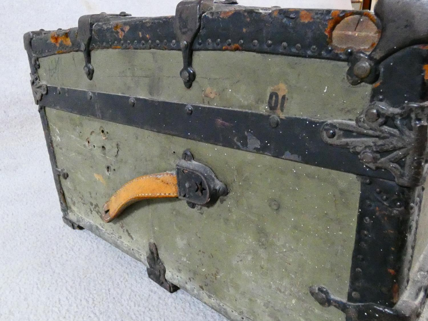 A vintage metal bound lidded travelling trunk with twin iron carrying handles. H.32xW.92xD.53cm - Image 8 of 8