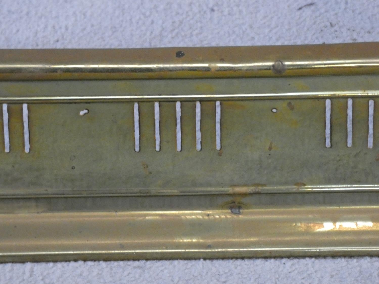 A 19th century pierced brass fender with kettle stand to each end. H.32 W.127 D.29cm - Image 4 of 5