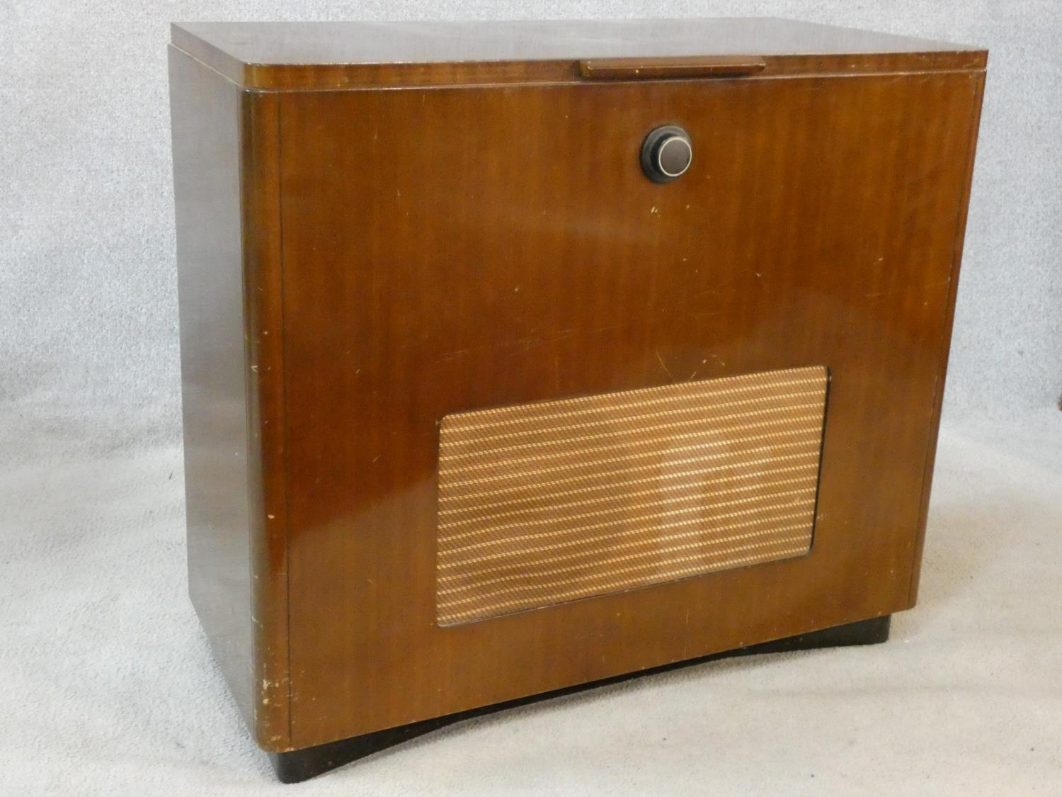 A vintage teak floor standing Ekco radiogram and record player. H.72 W.83 D.39cm - Image 2 of 17