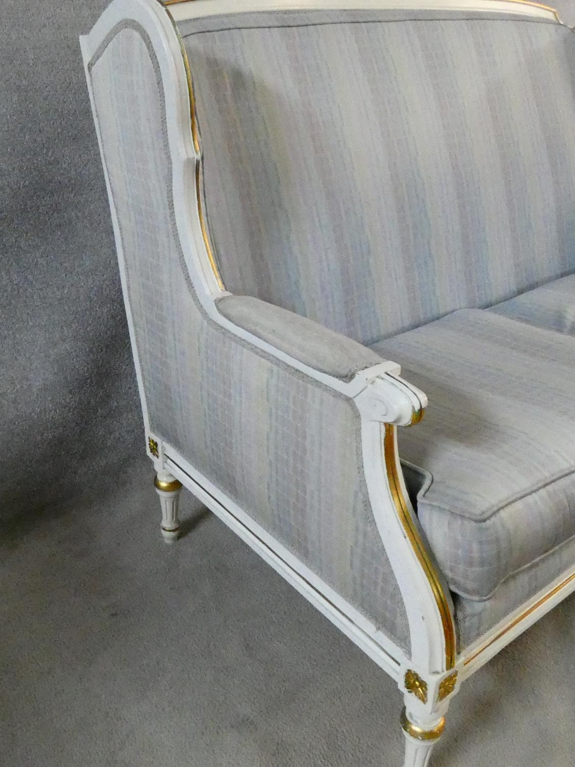 A Louis XVI style gilt and with painted two seater sofa in pale damask upholstery. H.93 L.136 D.77cm - Image 7 of 20