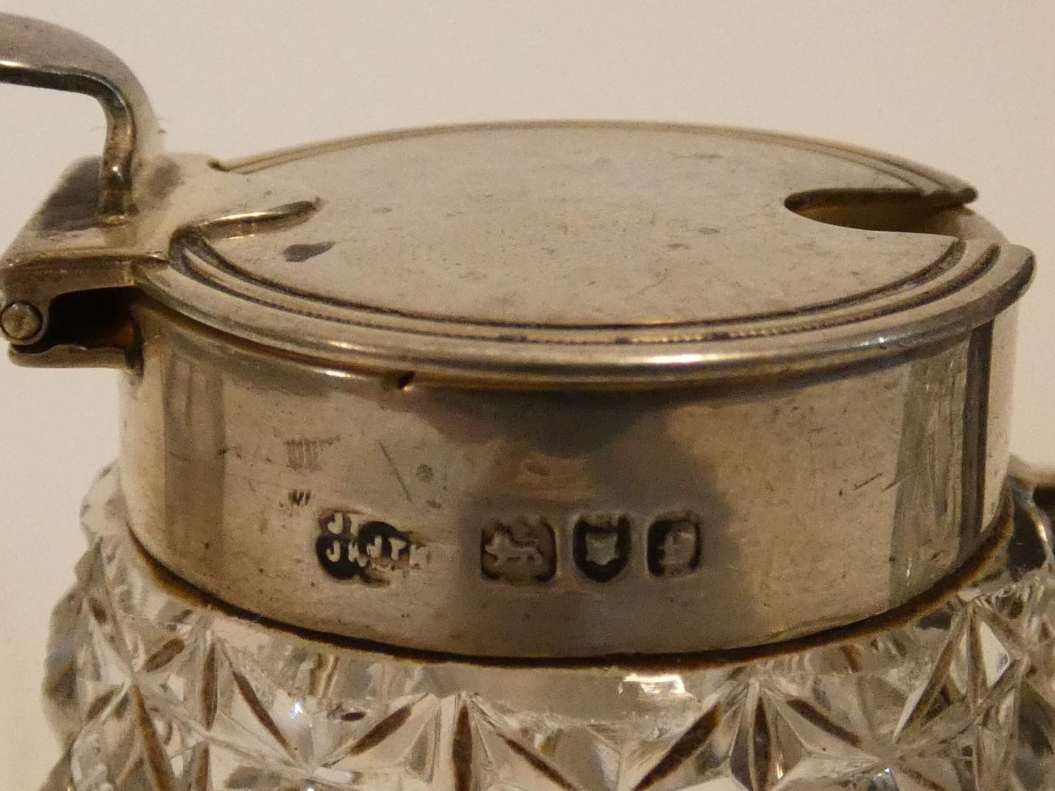 A collection of antique silver. Including a pair of cased silver salts, a silver toast rack and a - Image 7 of 16