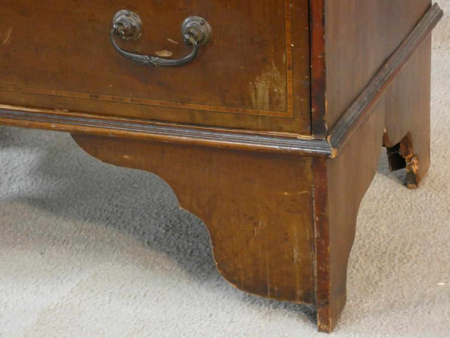 An Edwardian mahogany bureau with satinwood stringing and shell inlay to the frieze. H.95 W.61 D. - Image 6 of 6