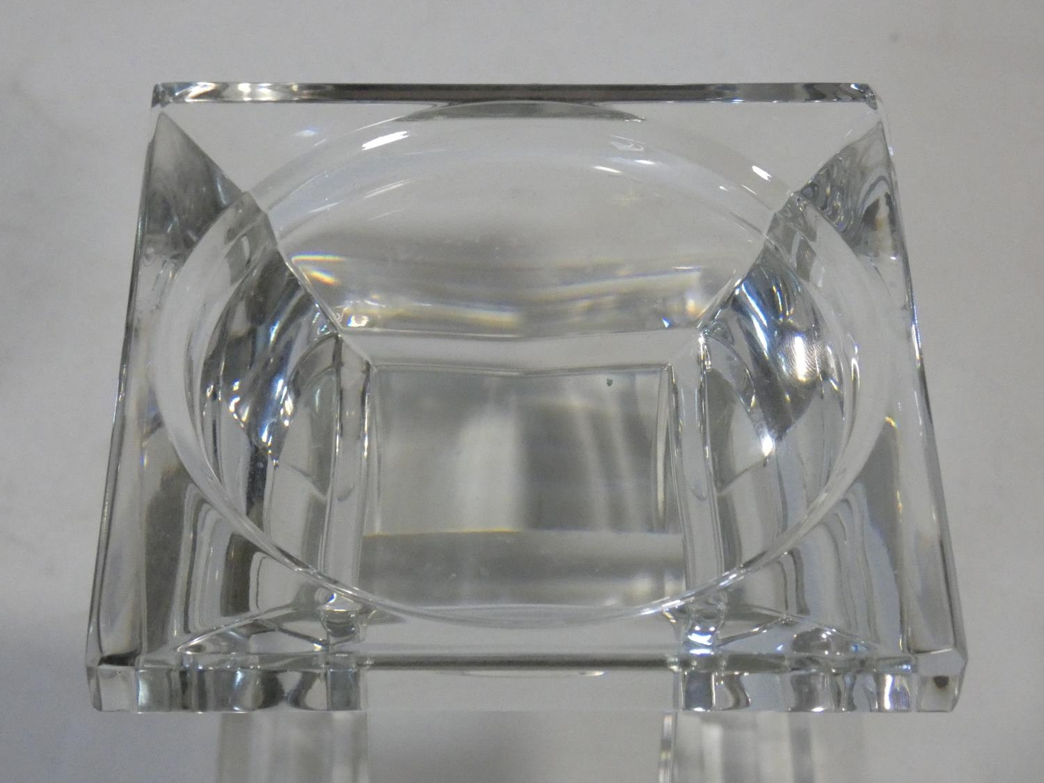 A set of four chrome spherical candle holders and a glass pedestal candle holder. H.14xW.10xL.10cm - Image 4 of 4