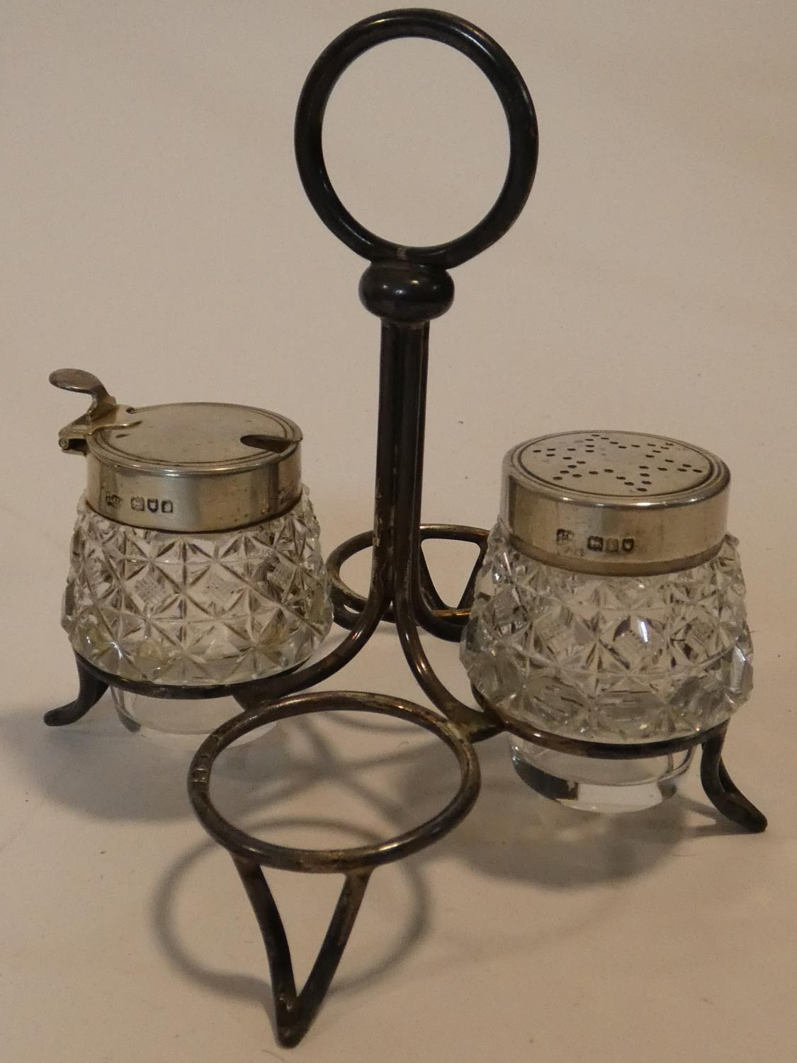A collection of antique silver. Including a pair of cased silver salts, a silver toast rack and a - Image 5 of 16