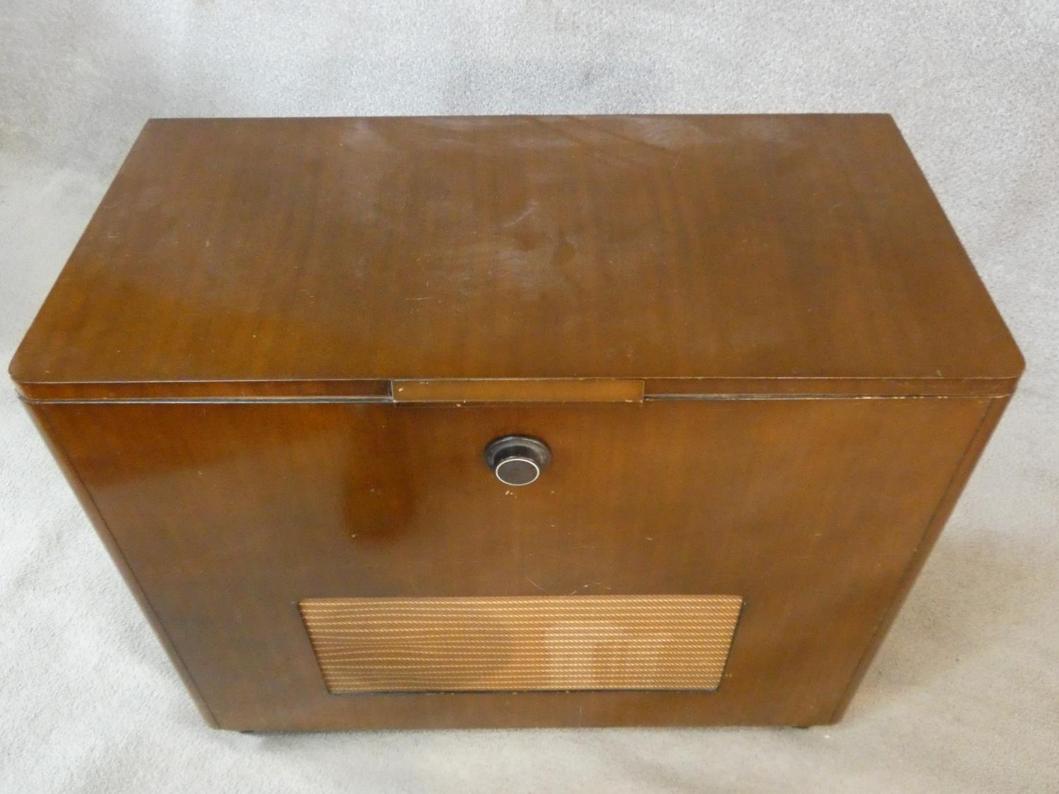 A vintage teak floor standing Ekco radiogram and record player. H.72 W.83 D.39cm - Image 3 of 17