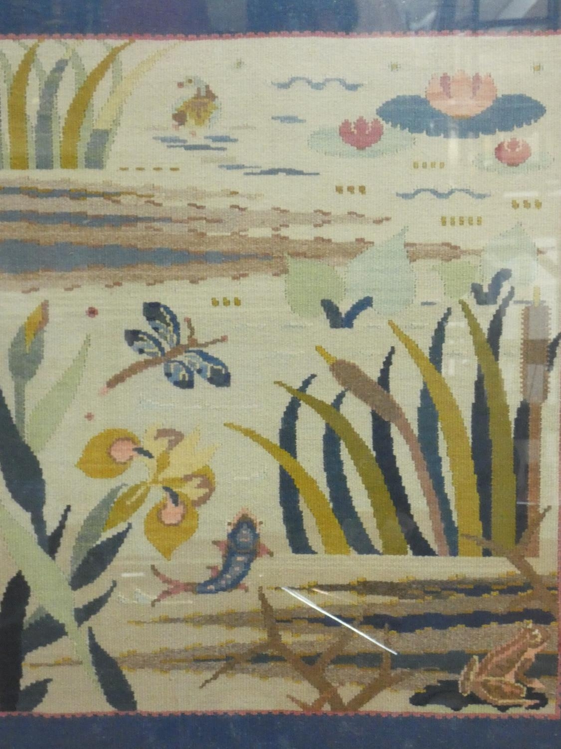 A vintage painted frame fire screen with glazed embroidered tapestry panel depicting the wildlife - Image 7 of 8