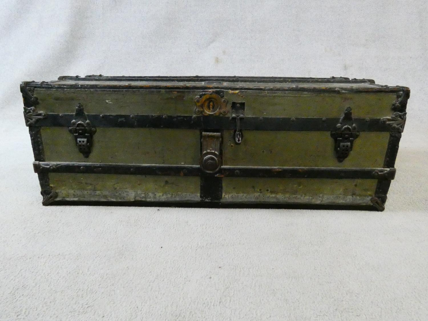 A vintage metal bound lidded travelling trunk with twin iron carrying handles. H.32xW.92xD.53cm - Image 3 of 8