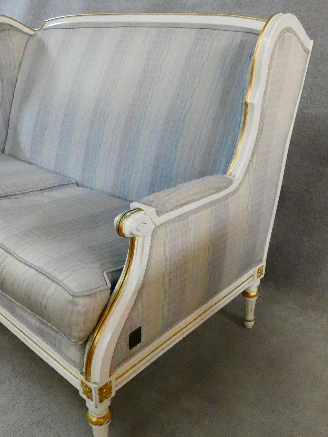 A Louis XVI style gilt and with painted two seater sofa in pale damask upholstery. H.93 L.136 D.77cm - Image 5 of 20