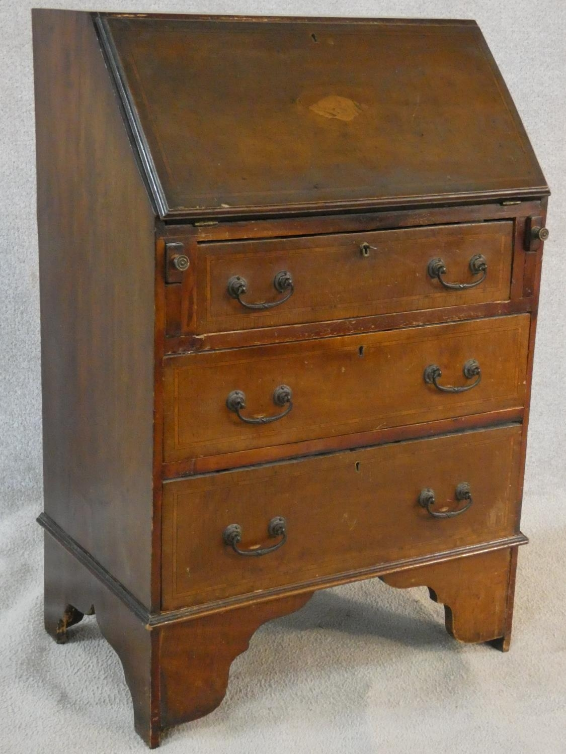 An Edwardian mahogany bureau with satinwood stringing and shell inlay to the frieze. H.95 W.61 D. - Image 2 of 6