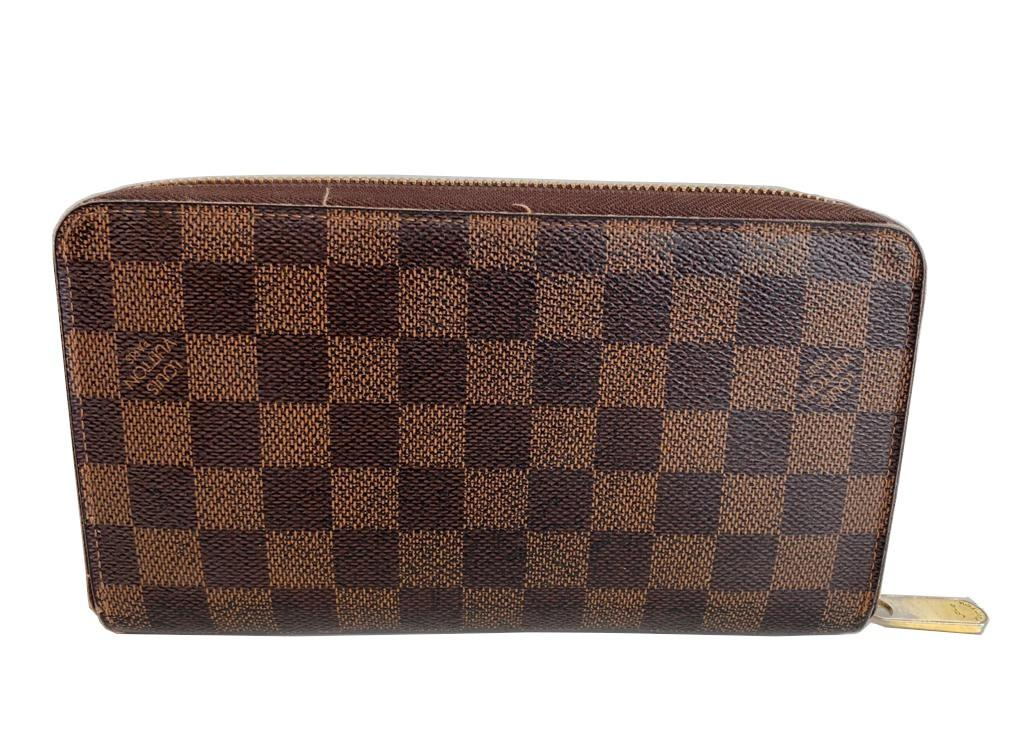 A Louis Vuitton Wallet Ebene in Damier Canvas, with zip. W.21cm - Image 4 of 6