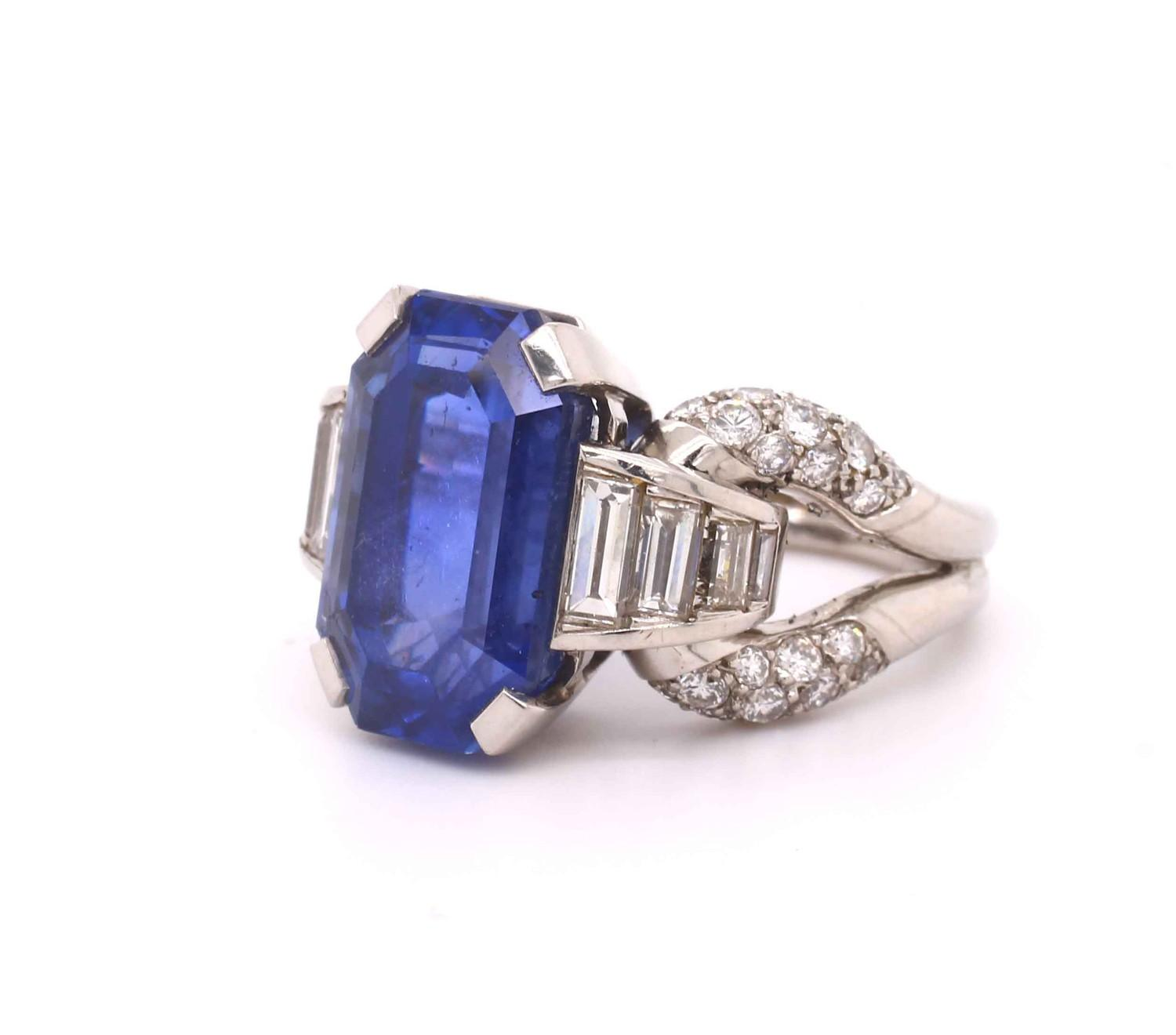 A 1950s Vintage sapphire and diamond ring mounted in platinum. French. Circa 1960. The central - Image 3 of 7