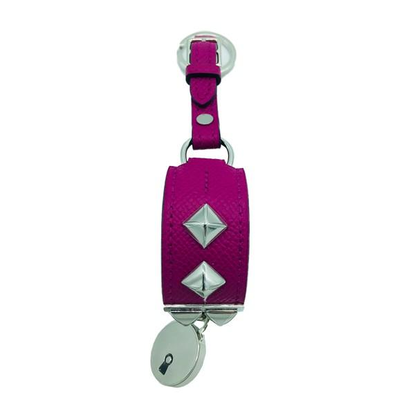 A Hermes Key Ring Collier de Chien Rose Pourpre in Epsom leather with palladium hardware. Includes - Image 2 of 3