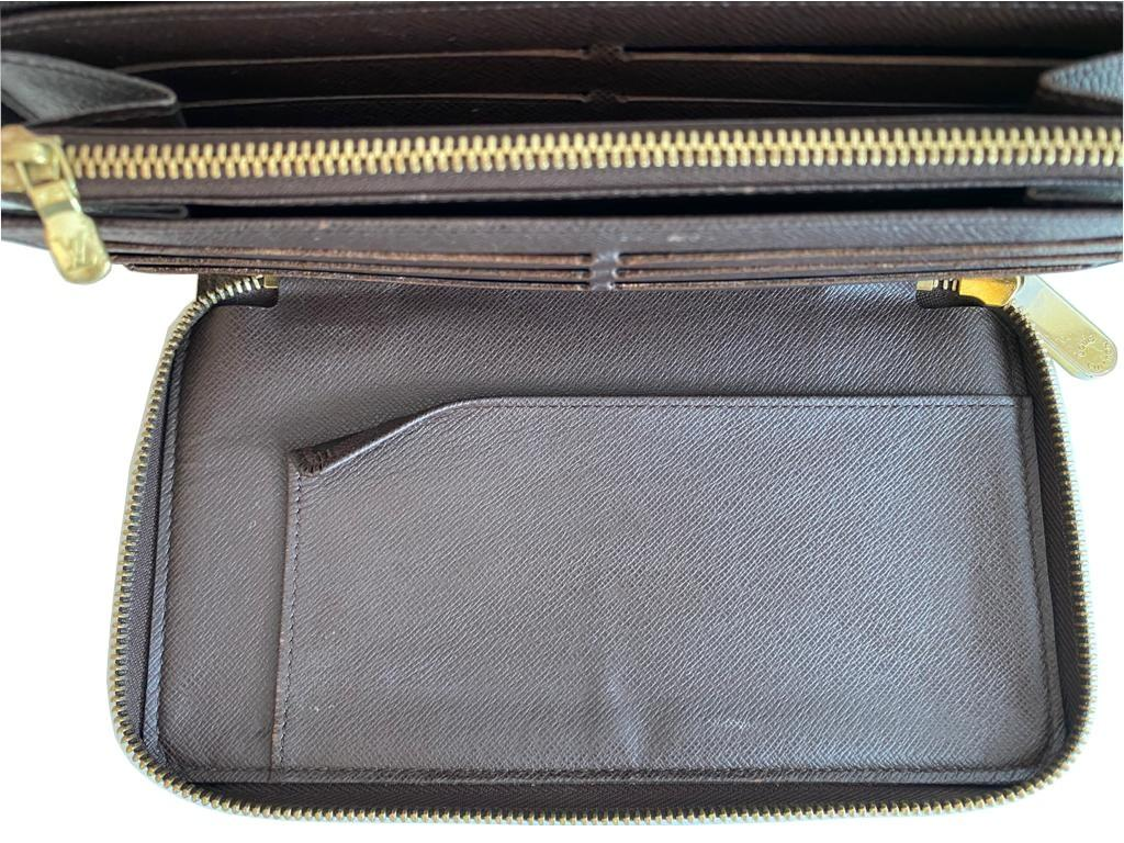A Louis Vuitton Wallet Ebene in Damier Canvas, with zip. W.21cm - Image 2 of 6