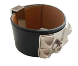 A Hermes Bracelet Collier de Chien black in swift leather with silver hardware. Includes Box. Size