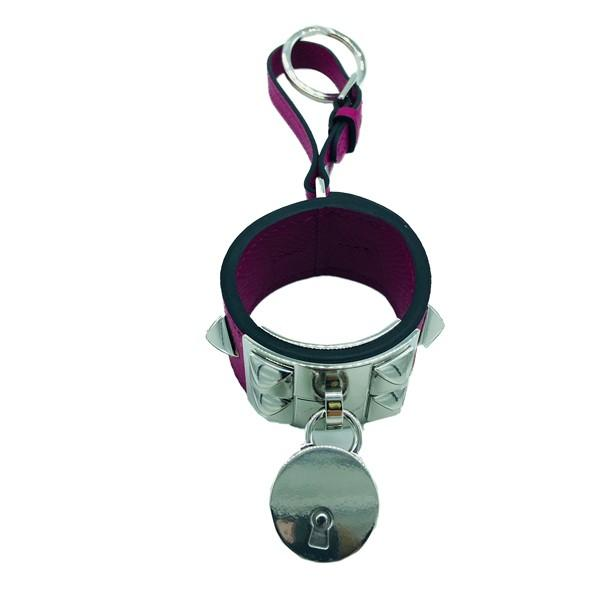 A Hermes Key Ring Collier de Chien Rose Pourpre in Epsom leather with palladium hardware. Includes