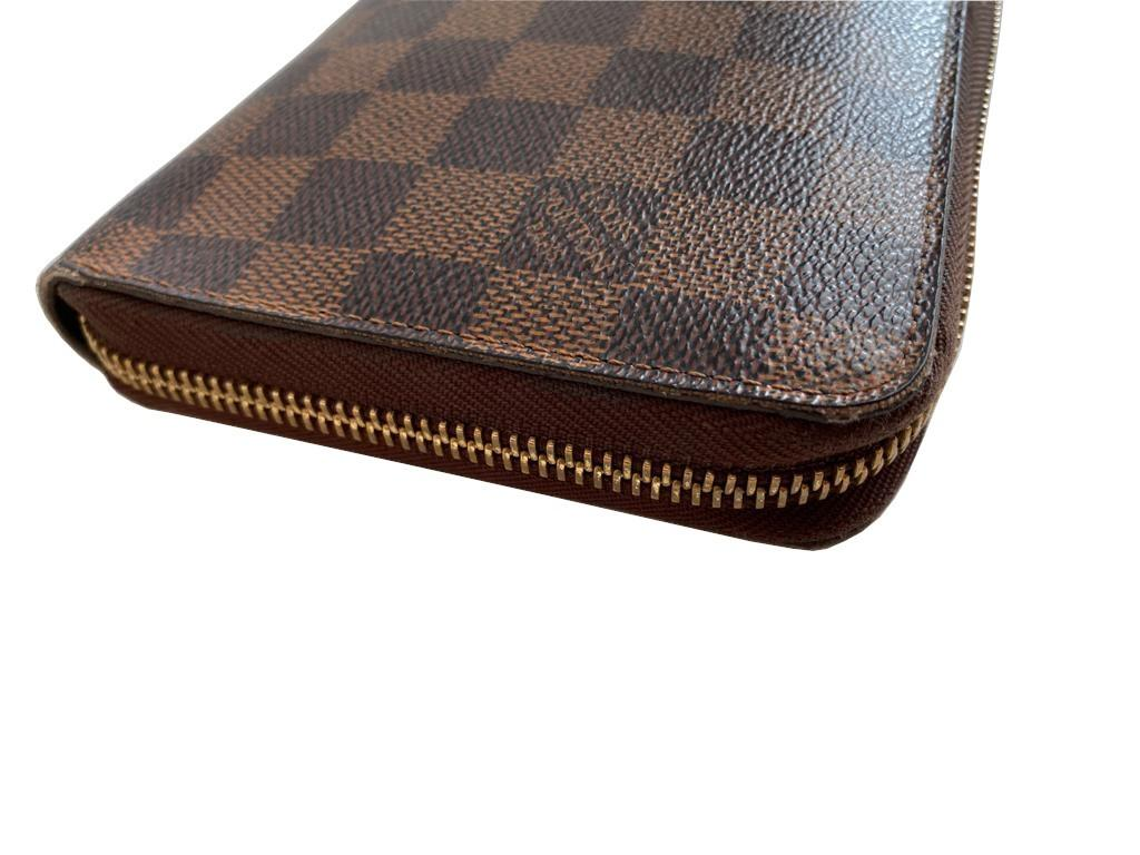 A Louis Vuitton Wallet Ebene in Damier Canvas, with zip. W.21cm - Image 6 of 6