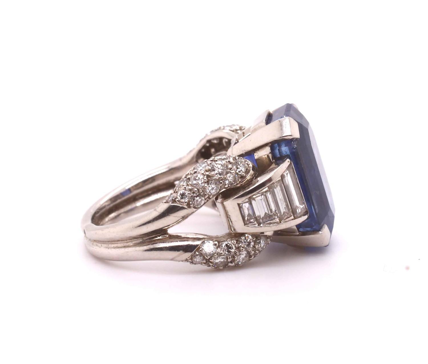 A 1950s Vintage sapphire and diamond ring mounted in platinum. French. Circa 1960. The central - Image 4 of 7