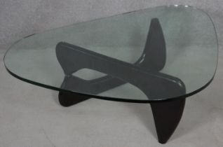 A Noguchi style coffee table with plate glass top on lacquered swivel base. H.40 L.130 W.91.5cm