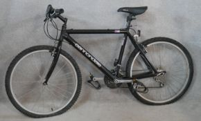 A Cannondale lightweight gent's hybrid bike in as new condition.