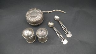 A Goring repousse design silver cased yoyo, Continental silver salt and pepper shakers and a pair of