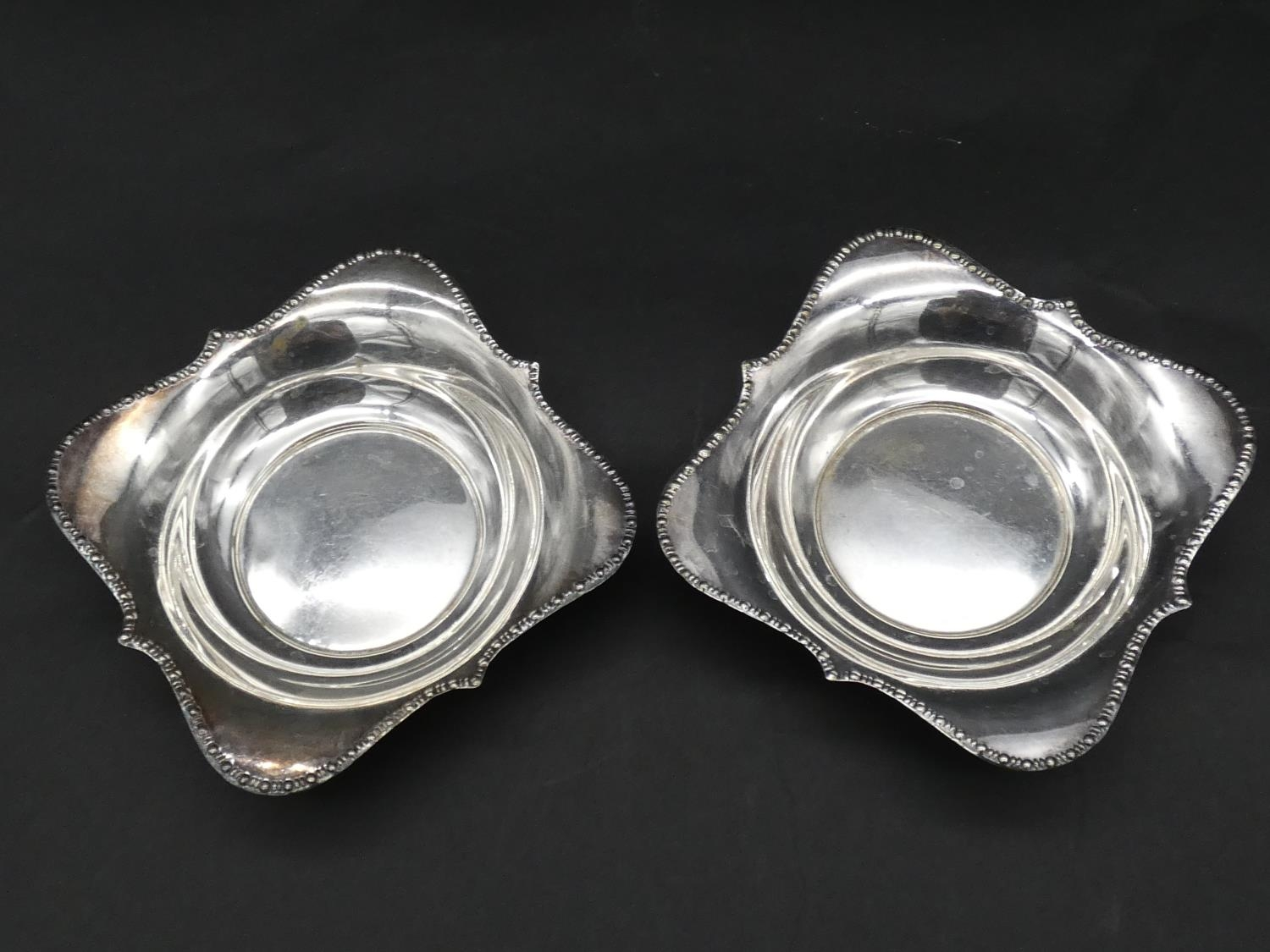 A collection of silver and silver plate items. Including a toast rack, two floral design dishes a - Image 5 of 11