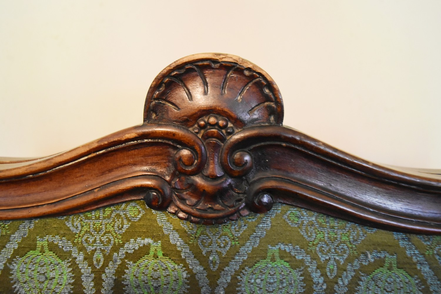 A French style carved screen with twin damask panels. H.146 W.93cm - Image 5 of 5