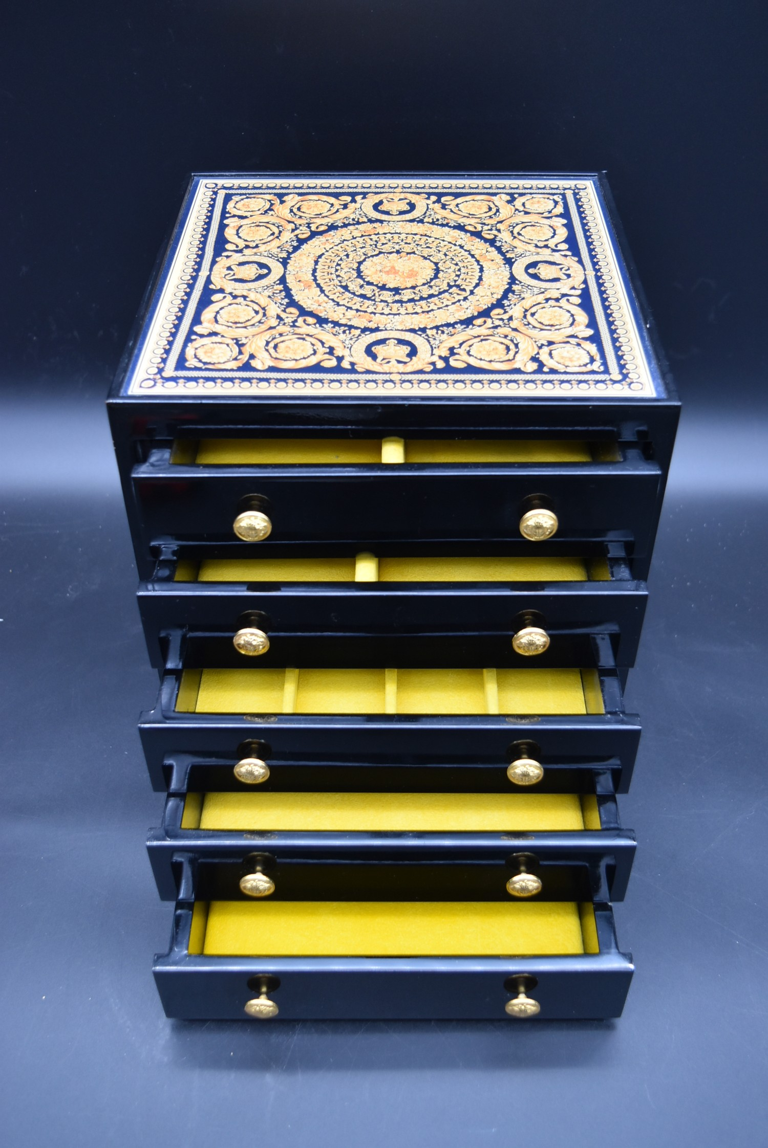 A lacquered Gianni Versace tray along with a similar jewellery chest and a lidded trinket box. H. - Image 11 of 18