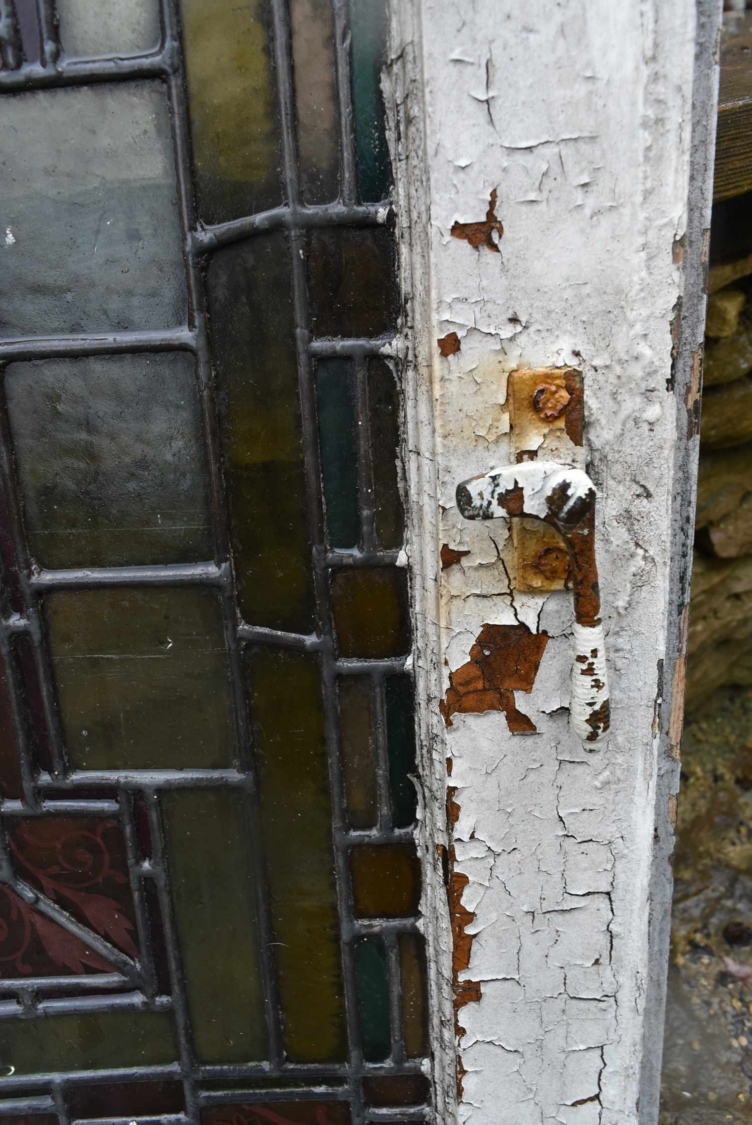 A pair of stain coloured etched and leaded glazed window frames and a similar window in circular - Image 6 of 8