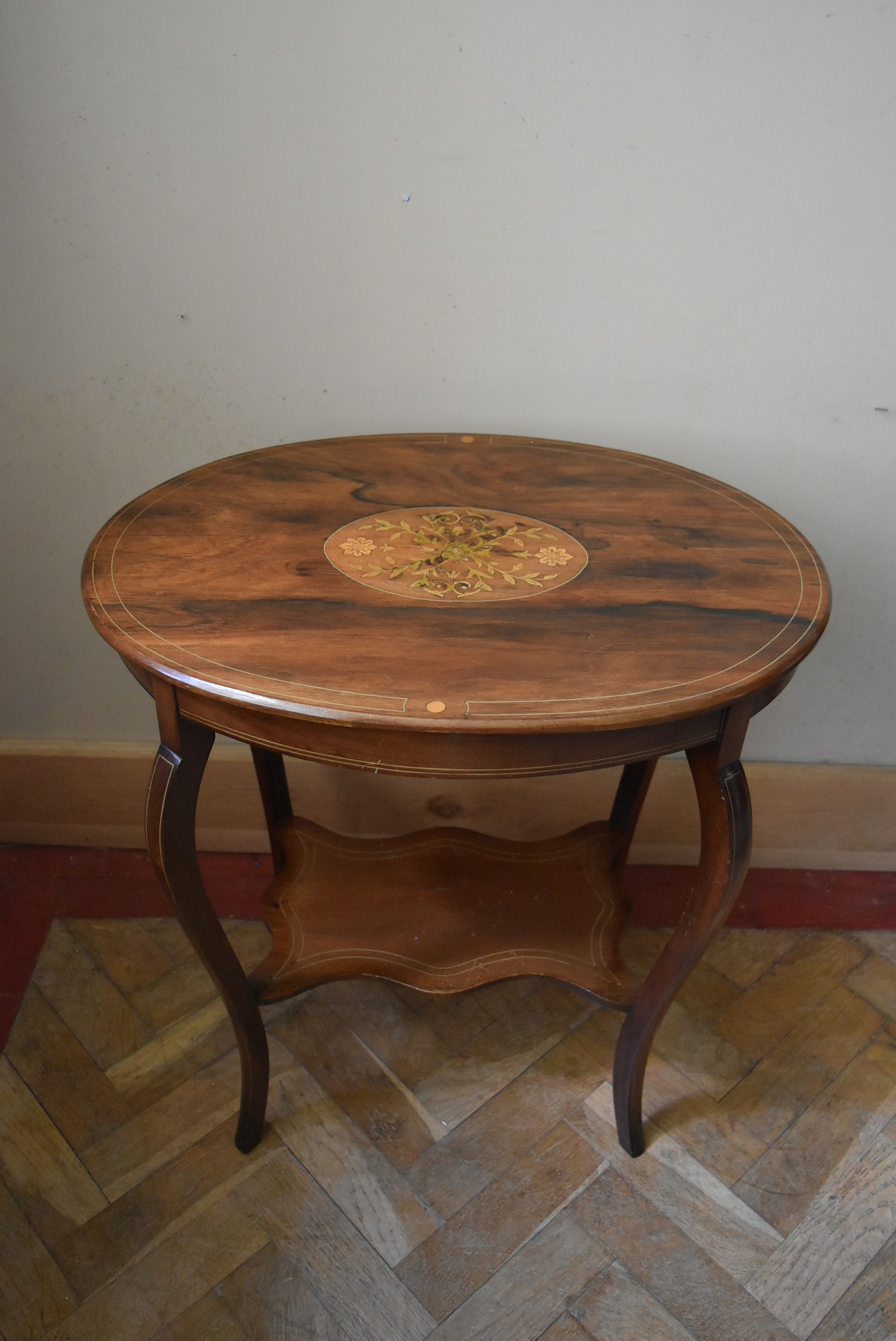 A late Victorian rosewood centre table with central floral spray inlay on shaped cabriole supports - Image 3 of 5