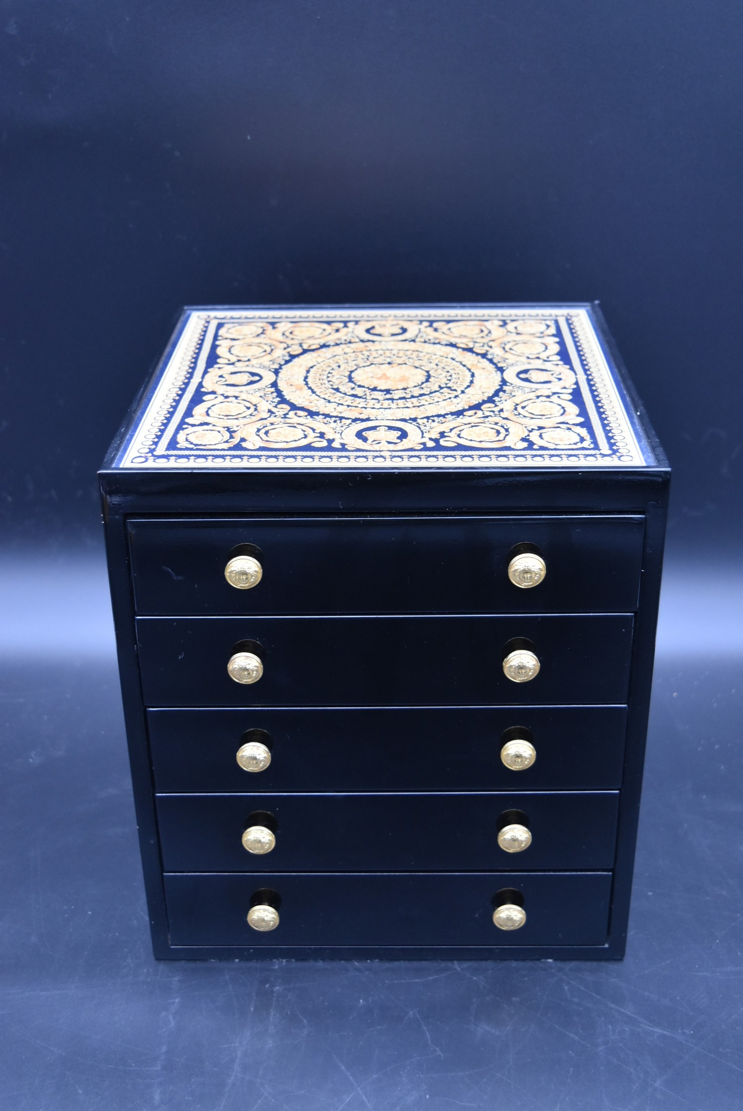 A lacquered Gianni Versace tray along with a similar jewellery chest and a lidded trinket box. H. - Image 8 of 18