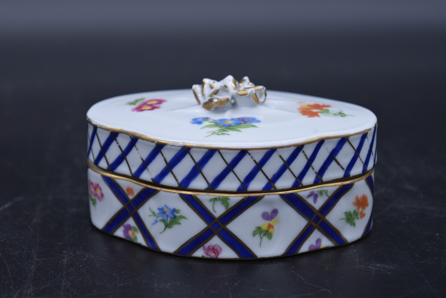 A Continental porcelain hand gilded and decorated lidded caddy, a twin lidded Spode basket and a set - Image 5 of 11