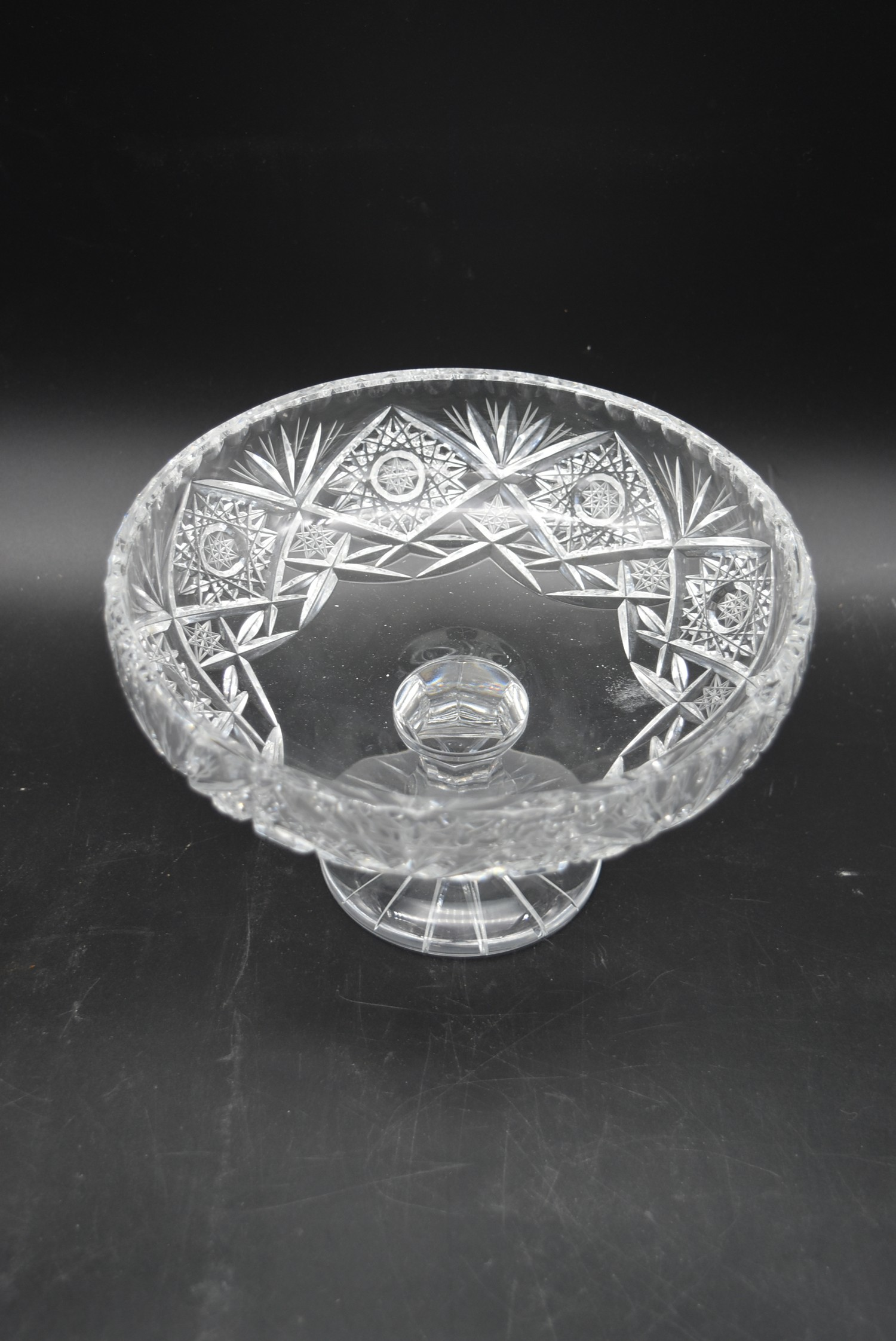 A miscellaneous collection of eight large cut crystal dishes and ashtrays. H.13cm W.21cm - Image 2 of 11