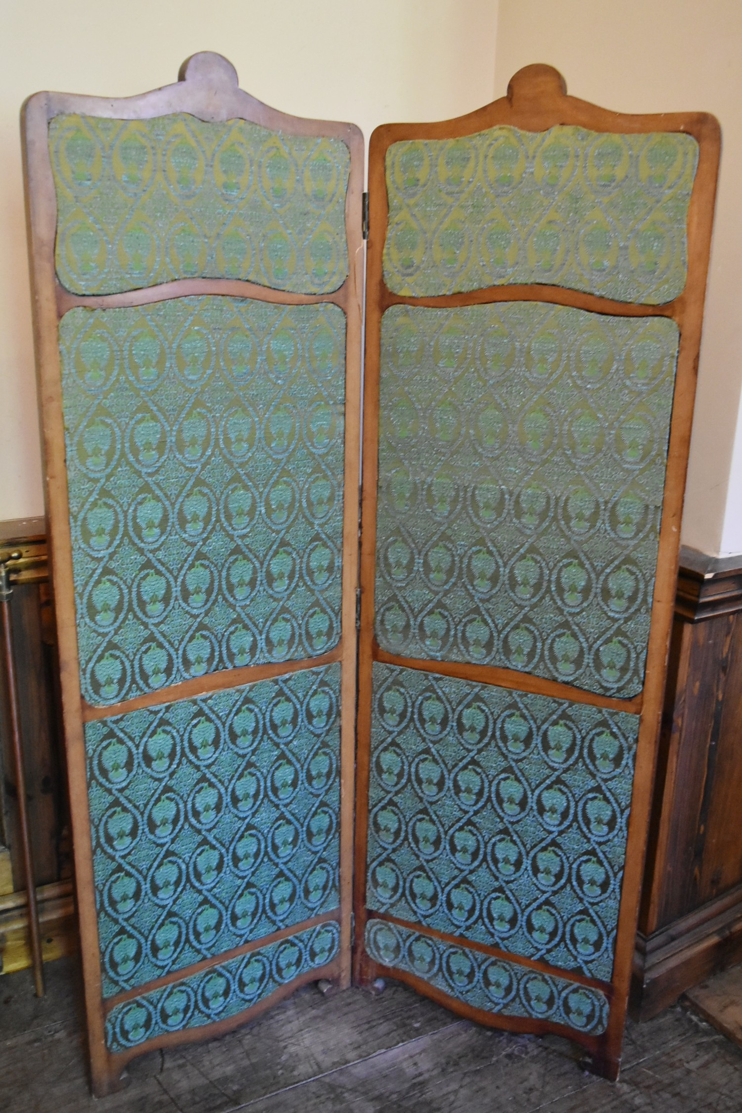 A French style carved screen with twin damask panels. H.146 W.93cm - Image 4 of 5