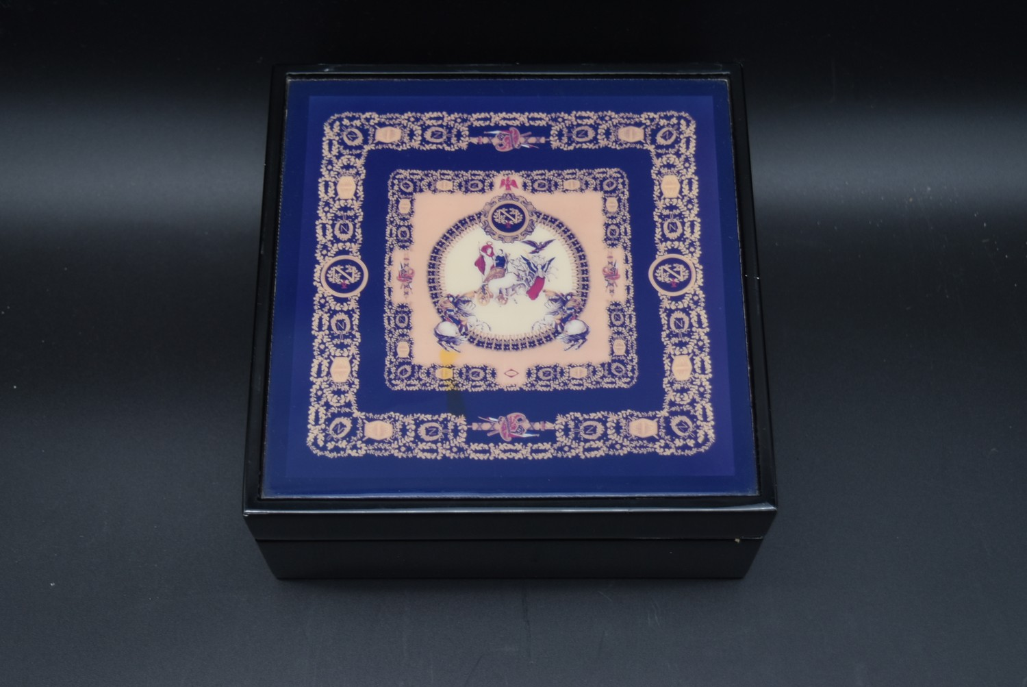 A lacquered Gianni Versace tray along with a similar jewellery chest and a lidded trinket box. H. - Image 15 of 18