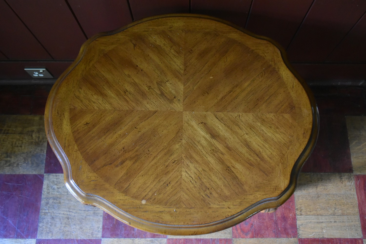 A pair of French style walnut quarter veneered and crossbanded side tables with plate glass tops - Image 4 of 4