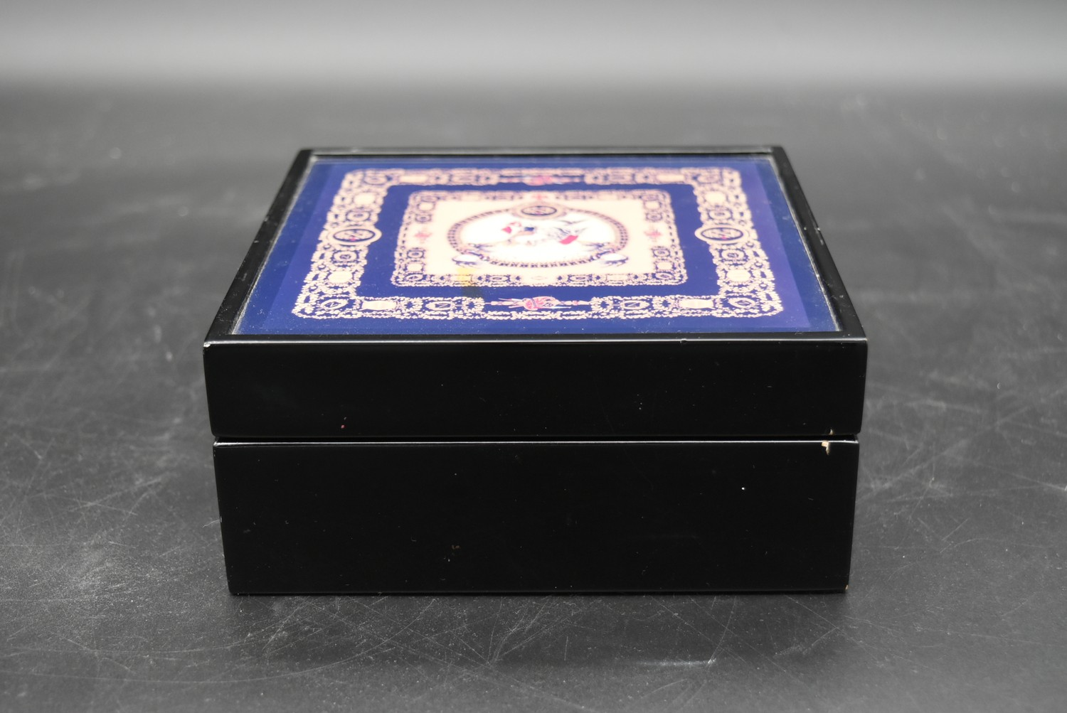 A lacquered Gianni Versace tray along with a similar jewellery chest and a lidded trinket box. H. - Image 14 of 18