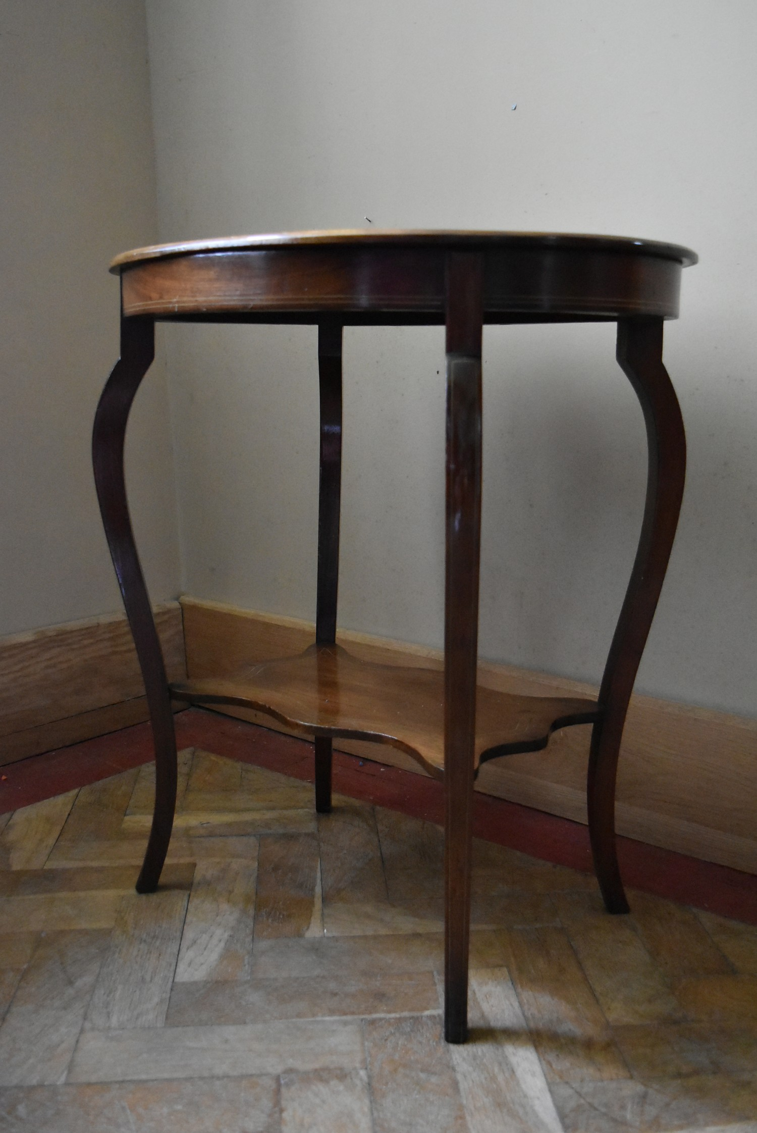 A late Victorian rosewood centre table with central floral spray inlay on shaped cabriole supports - Image 2 of 5