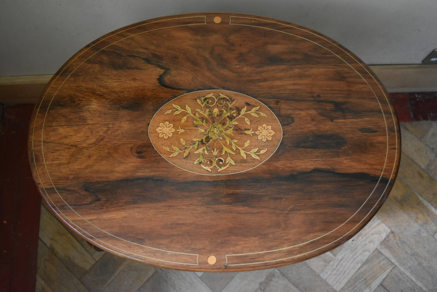 A late Victorian rosewood centre table with central floral spray inlay on shaped cabriole supports - Image 4 of 5