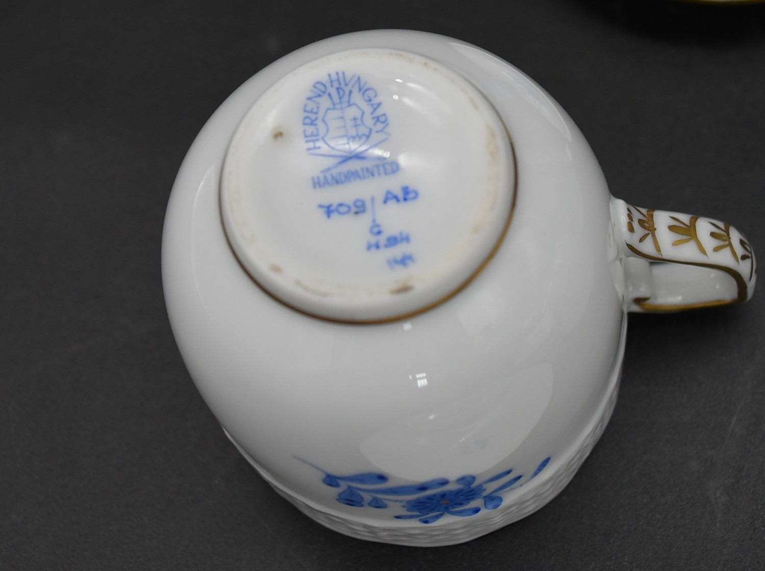 A hand gilded and painted porcelain coffee set by Herend to include coffee pot and a pair of - Image 13 of 14