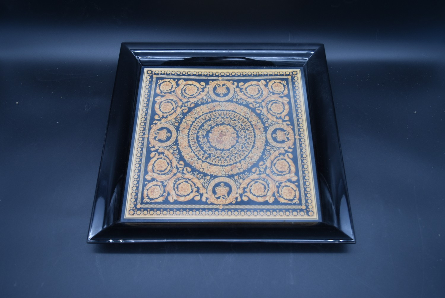 A lacquered Gianni Versace tray along with a similar jewellery chest and a lidded trinket box. H. - Image 4 of 18