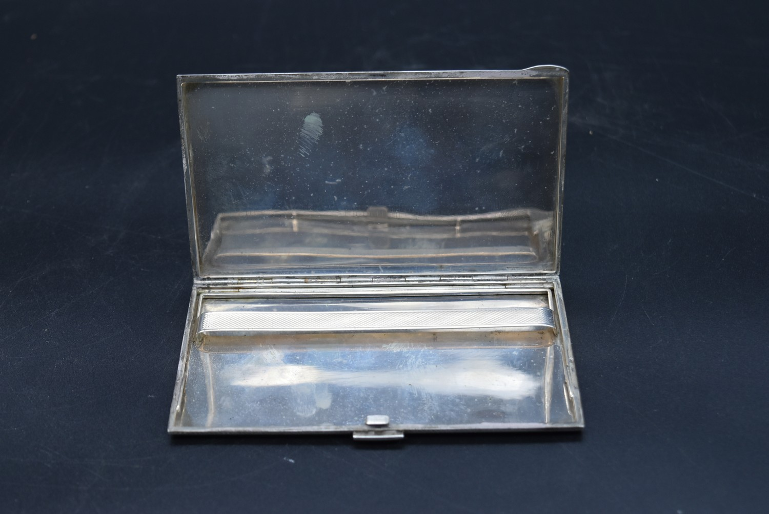 A Continental silver cigarette case with maker's stamp, marked 800, L.13.5 W.8.5cm, weight 166g - Image 3 of 5