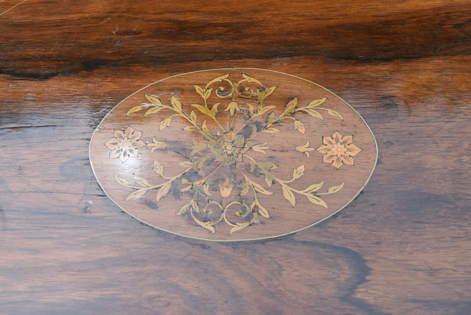 A late Victorian rosewood centre table with central floral spray inlay on shaped cabriole supports - Image 5 of 5