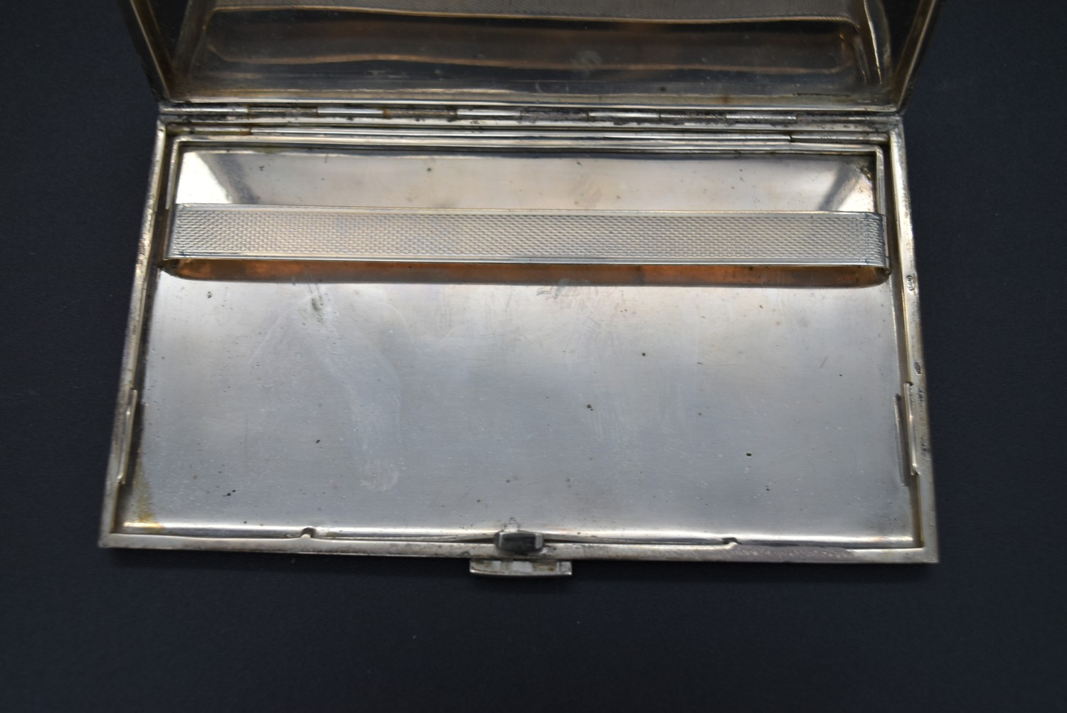 A Continental silver cigarette case with maker's stamp, marked 800, L.13.5 W.8.5cm, weight 166g - Image 4 of 5