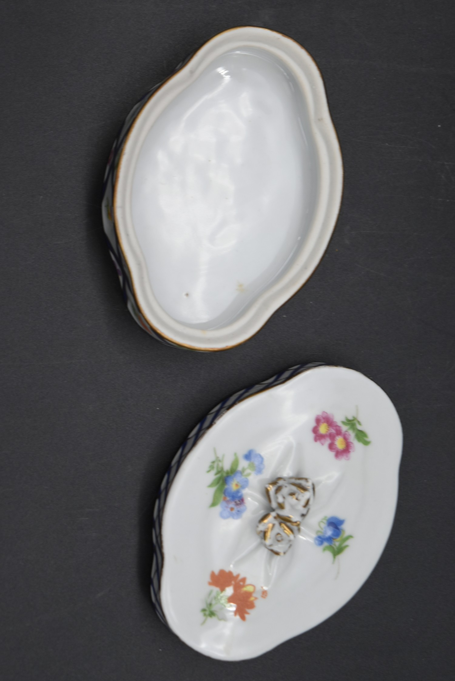 A Continental porcelain hand gilded and decorated lidded caddy, a twin lidded Spode basket and a set - Image 6 of 11