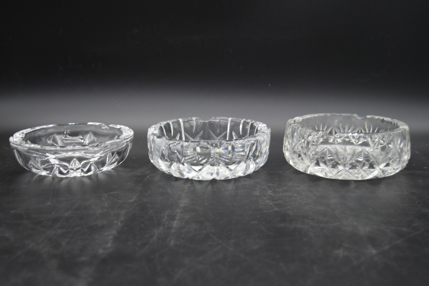 A miscellaneous collection of eight large cut crystal dishes and ashtrays. H.13cm W.21cm - Image 6 of 11