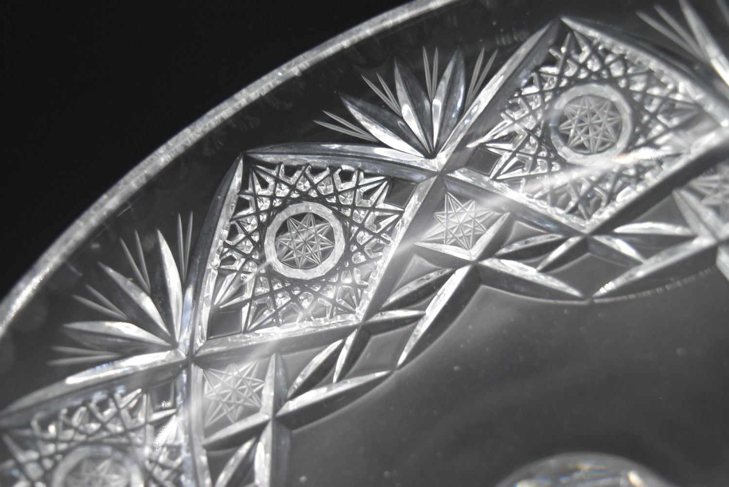 A miscellaneous collection of eight large cut crystal dishes and ashtrays. H.13cm W.21cm - Image 3 of 11