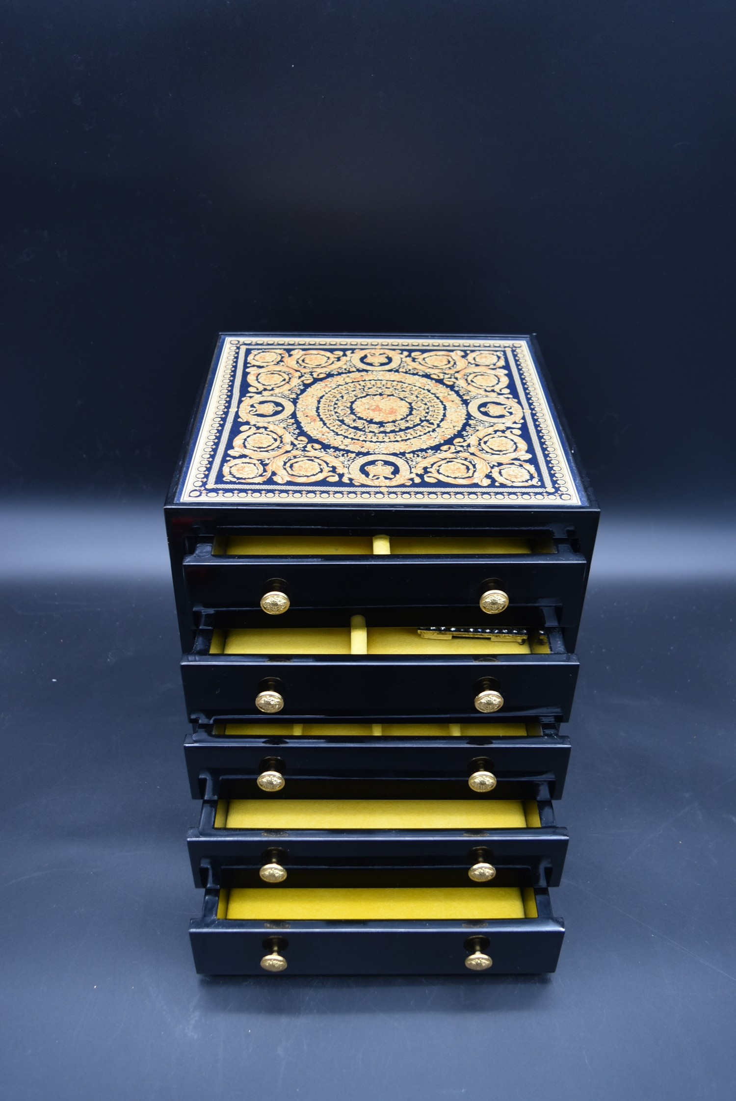 A lacquered Gianni Versace tray along with a similar jewellery chest and a lidded trinket box. H. - Image 10 of 18