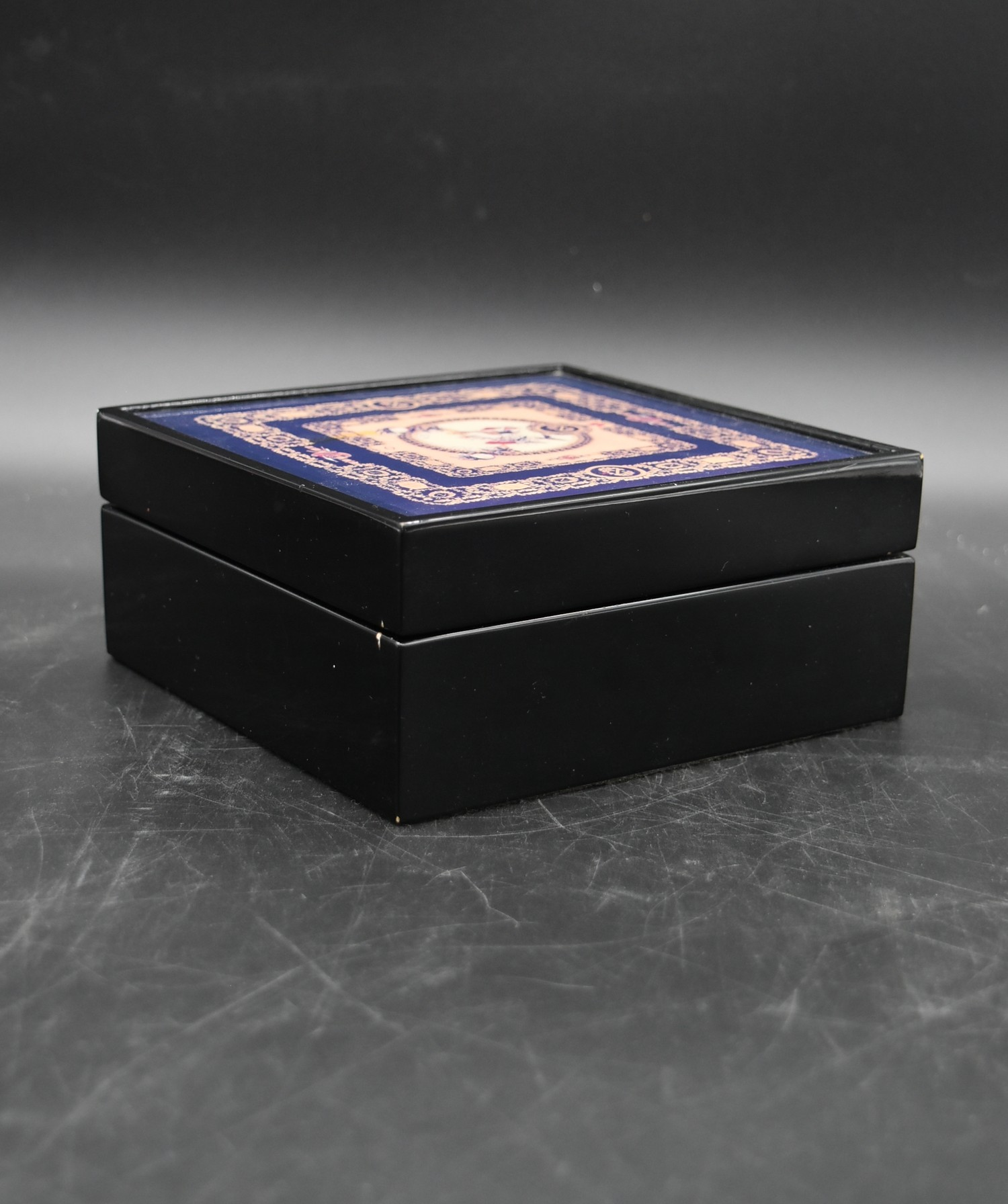 A lacquered Gianni Versace tray along with a similar jewellery chest and a lidded trinket box. H. - Image 18 of 18