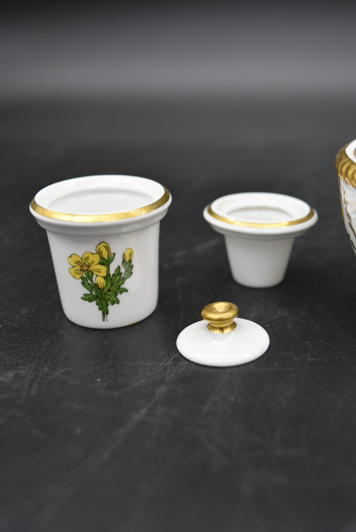 A Continental porcelain hand gilded and decorated lidded caddy, a twin lidded Spode basket and a set - Image 10 of 11