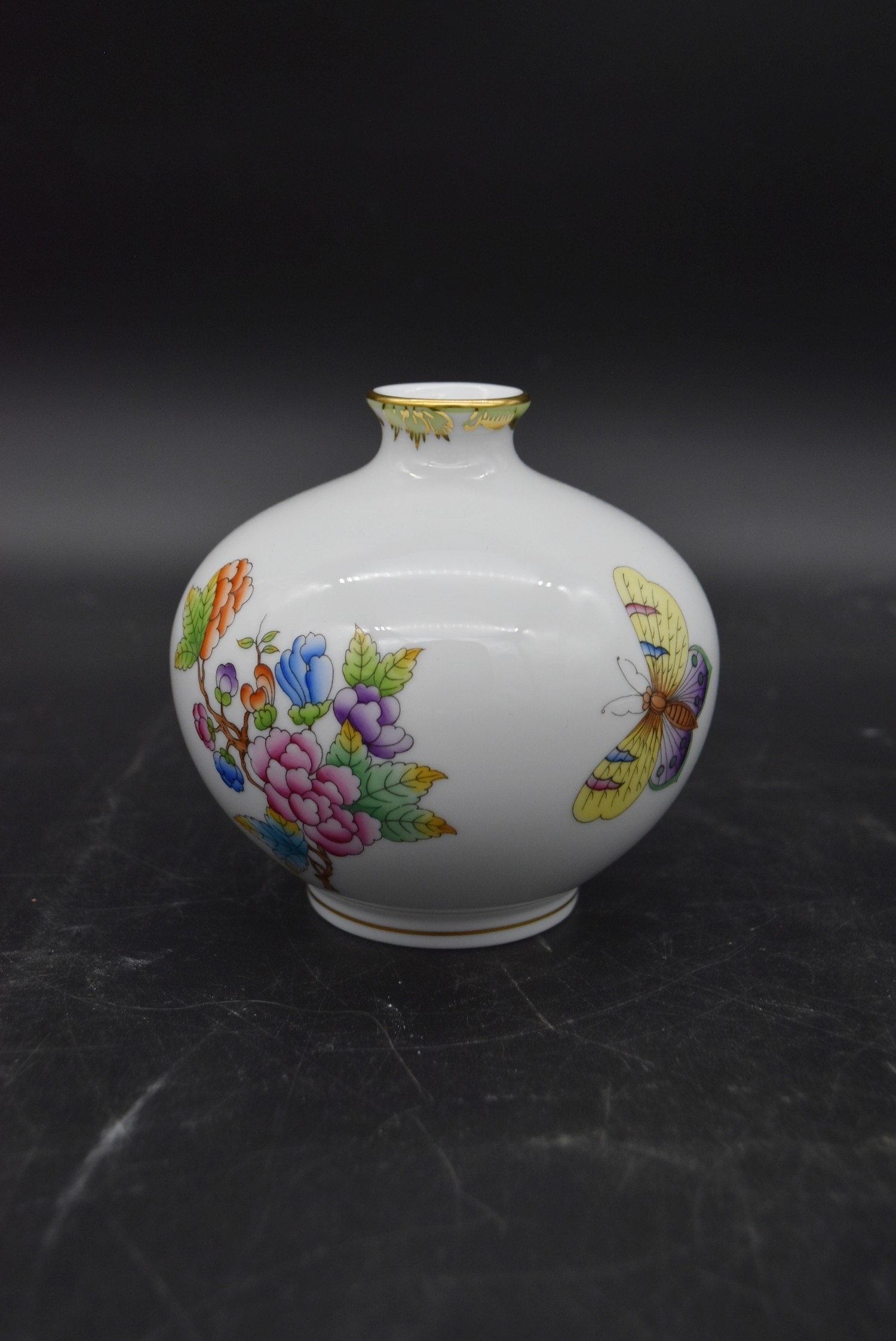 A hand gilded and painted porcelain coffee set by Herend to include coffee pot and a pair of - Image 7 of 14